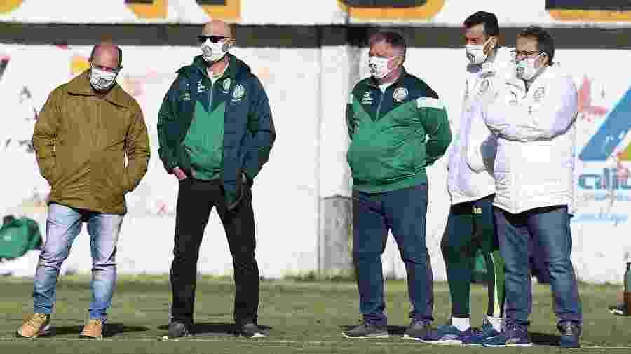 O gerente do Palmeiras Cícero Souza, o presidente Maurício Galiotte, o diretor Anderson Barros, o assessor técnico Edu Dracena e o vice Paulo Buosi - Cesar Greco