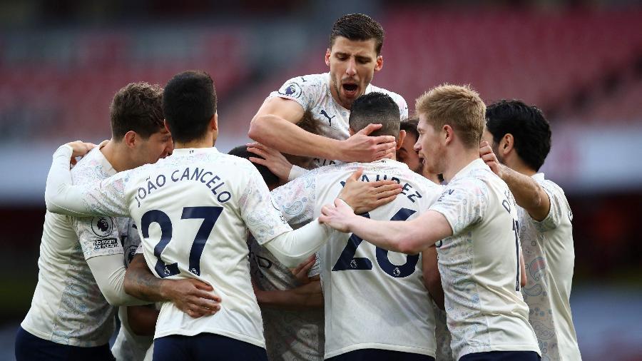 Jogadores do Manchester City comemoram gol de Sterling contra o Arsenal - Julian Finney / POOL / AFP