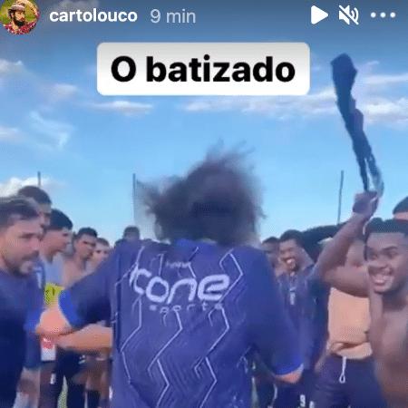 """Cartolouco passa por """"corredor da morte"""" em """"batizado"""" no Resende - Instagram"""