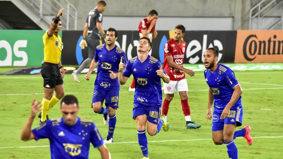 Cruzeiro comemora o gol de Matheus Barbosa, valendo a vitória sobre o América-RN pela Copa do Brasil - VITORINO JUNIOR/PHOTOPRESS/ESTADÃO CONTEÚDO