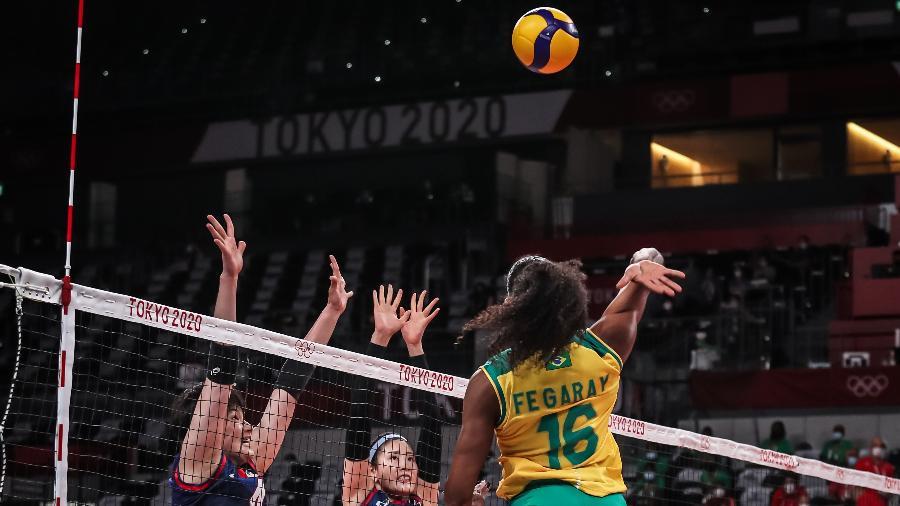 Fernanda Garay durante Brasil x Coreia do Sul, no vôlei feminino nos Jogos Olímpicos de Tóquio - Wander Roberto/COB