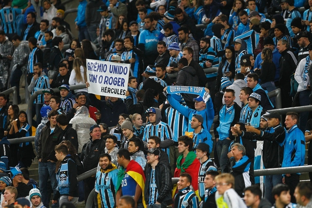 Torcedores do Grêmio comparecem em bom número na arena gremista para o jogo contra o Criciúma