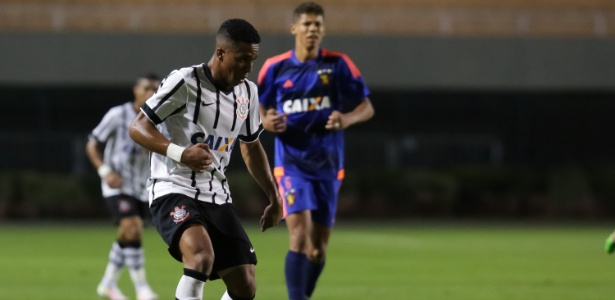 Caio Emerson em ação nas categorias de base do Corinthians