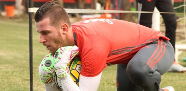 O goleiro Paulo Victor durante trabalho específico no CT Ninho do Urubu - Gilvan de Souza/ Flamengo
