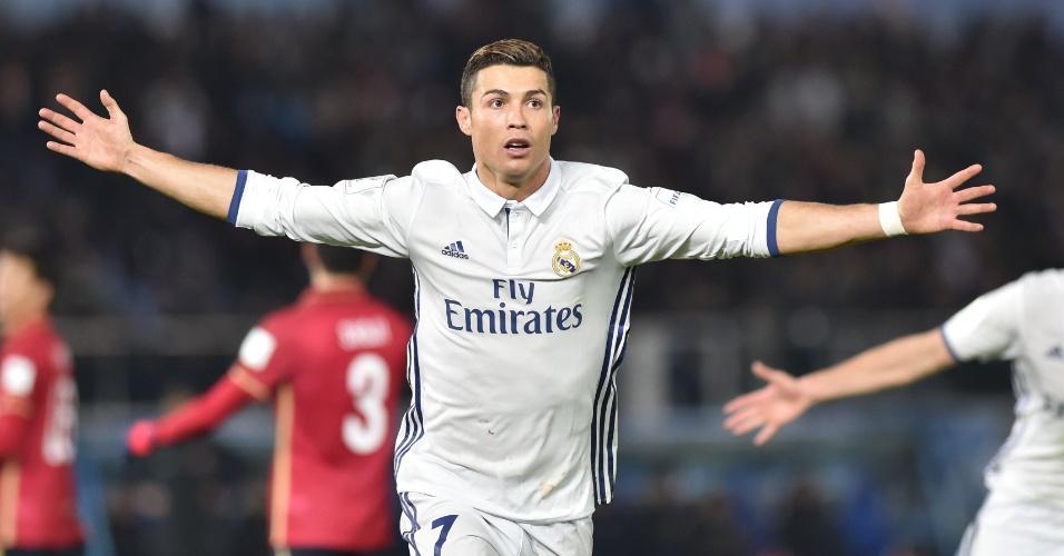 Cristiano Ronaldo comemora a virada do Real Madrid na prorrogação; ele fez dois gols no  primeiro tempo extra