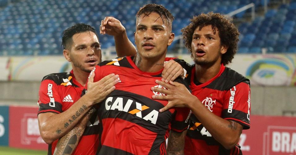 Guerrero comemora ao marcar para o Flamengo contra o Boavista
