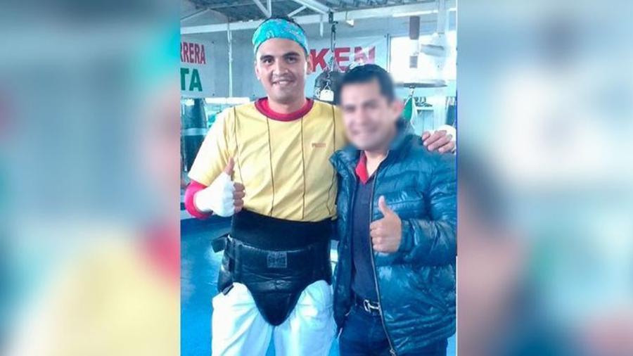 Ulises Hueto Elizalde (à esq) foi assassinador a tiros na quarta-feira; para autoridades, pugilista pode ter sido por engano em meio a guerra de gangues em distrito da Cidade do México - @supremo_edomex/Twitter