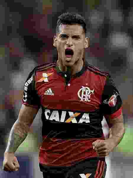 """""""Tenho certeza que o Flamengo vai fazer de tudo para sair campeão na minha casa"""", diz o lateral Miguel Trauco - Alexandre Loureiro/Getty Images"""