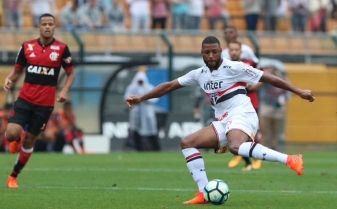 Jucilei teve grande atuação contra o Flamengo