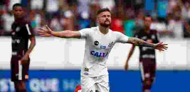 Preocupado com tornozelo operado de Sasha, Santos poupará o atleta contra o Nacional - Thiago Calil/AGIF