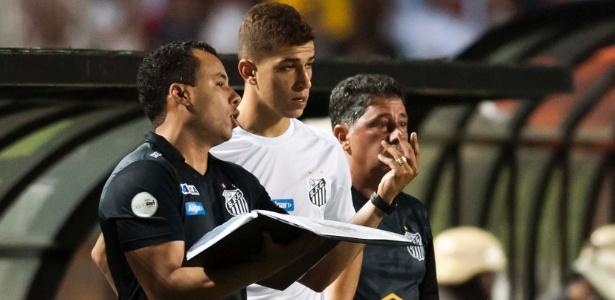 Meia Vitor Bueno ficará entre três e quatro semanas longe dos gramados - Ivan Storti/Santos FC