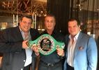 Rocky Balboa recebe cinturão de campeão mundial de boxe do Conselho Mundial - Divulgação