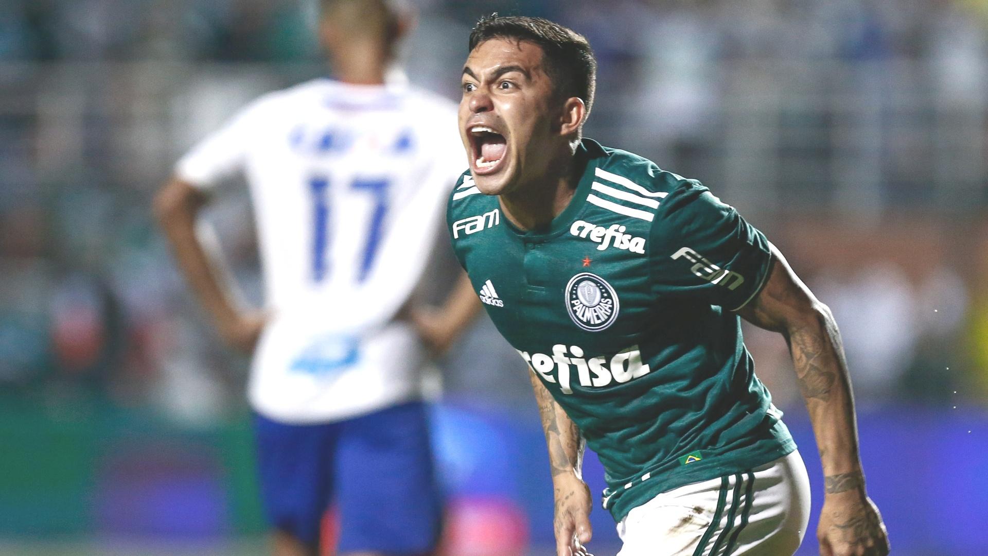 O atacante Dudu comemora gol do Palmeiras diante do Bahia