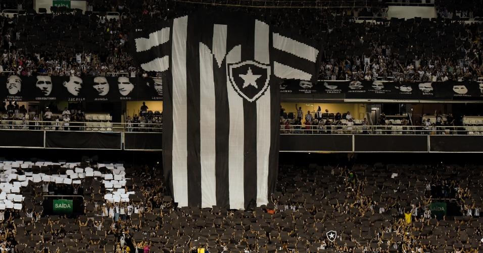 Torcida do Botafogo exibe mosaico antes de jogo contra o Bahia