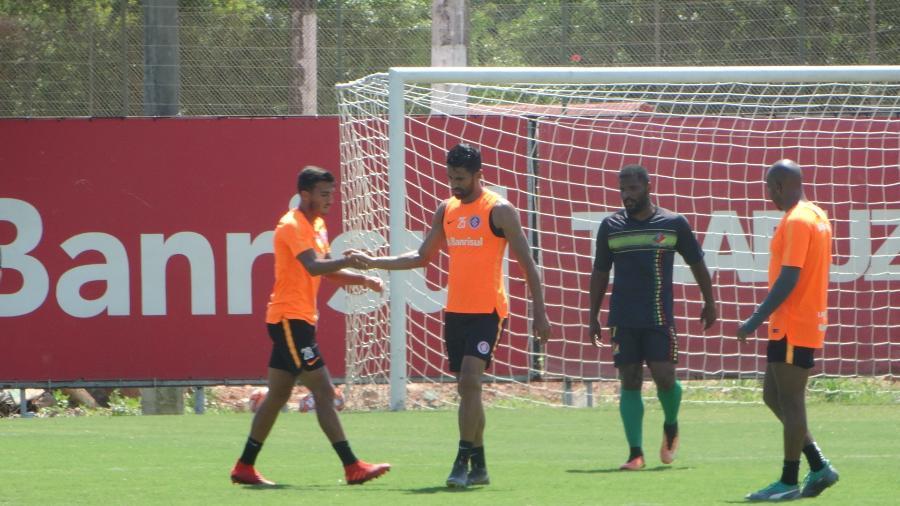 Parede (e) e Tréllez (d) marcaram bonitos gols em jogo-treino do Inter contra Sindicato - Marinho Saldanha/UOL