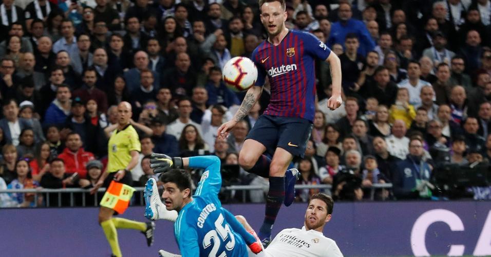 6f5d62c405432 Ivan Rakitic abre o placar para o Barcelona em jogo contra o Real Madrid