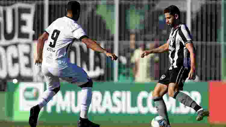 Jogadores de Botafogo e Americano disputam bola - Vitor Silva/SS Press/Botafogo - Vitor Silva/SS Press/Botafogo