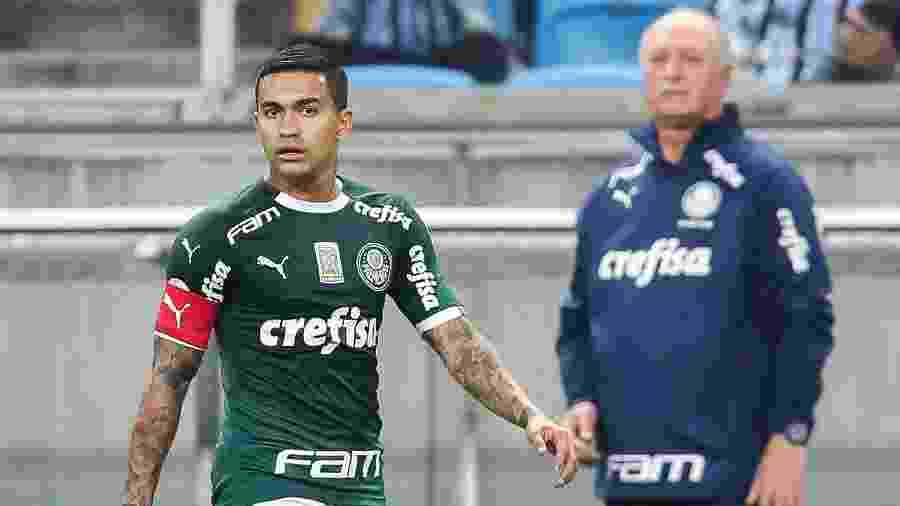 Felipão observa Dudu durante partida entre Palmeiras e Grêmio pelo Brasileirão - Pedro H. Tesch/AGIF