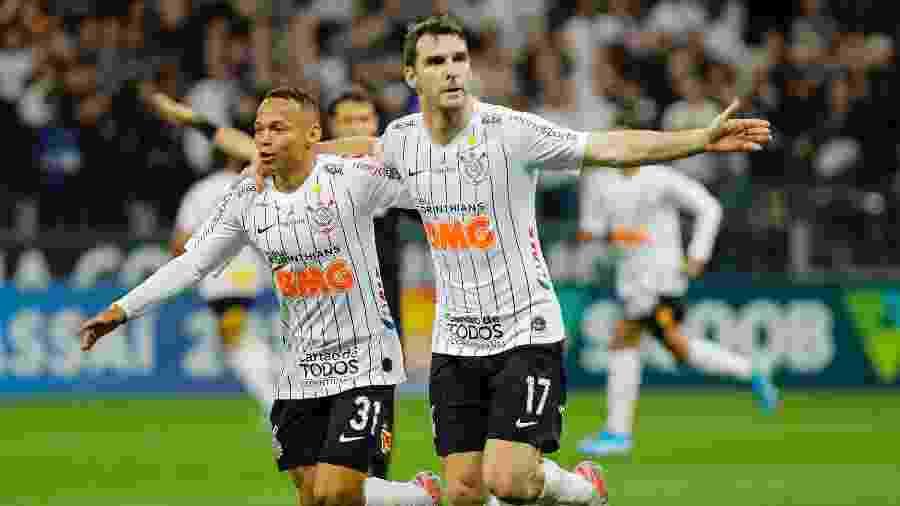 Boselli comemora gol do Corinthians contra o Fortaleza - Daniel Vorley/AGIF