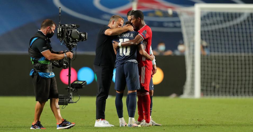 Neymar é consolado pelo técnico do Bayern e Alaba após derrota na final