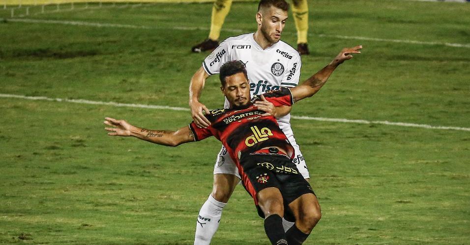 Hernane Brocador enfrenta marcação do palmeirense Alan Empereur