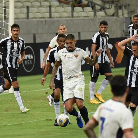 João Paulo durante partida entre Fortaleza e Treze pela Copa do Nordeste - CAIO ROCHA/FRAMEPHOTO/FRAMEPHOTO/ESTADÃO CONTEÚDO