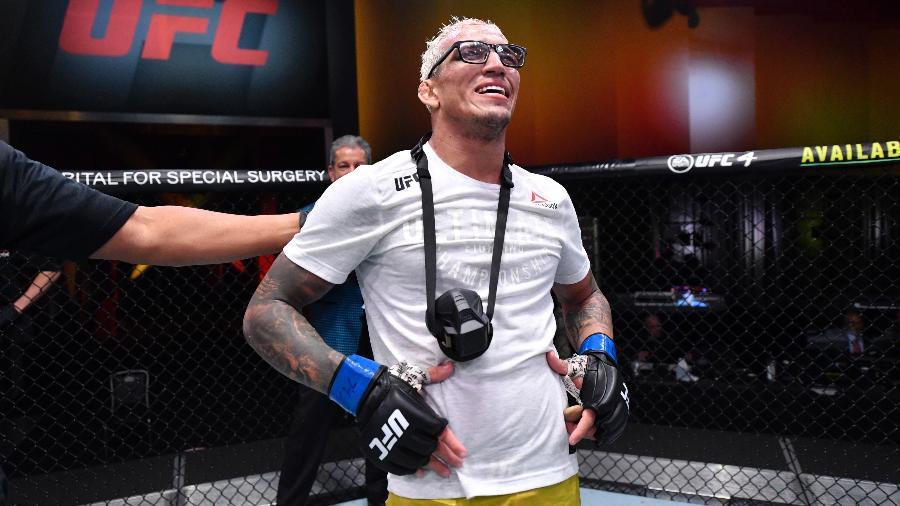 Charles do Bronx comemora vitória contra Tony Ferguson - Jeff Bottari/Zuffa LLC via Getty Images