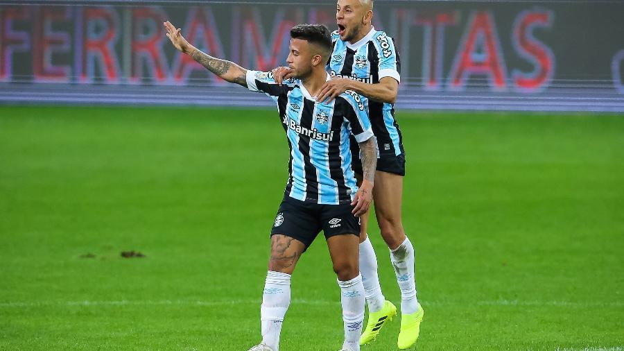 Matheus Henrique comemora gol contra o Santos - Pedro H. Tesch/AGIF