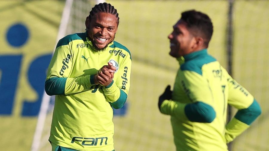 Luiz Adriano, atacante do Palmeiras, em treino na Academia de Futebol - Cesar Greco