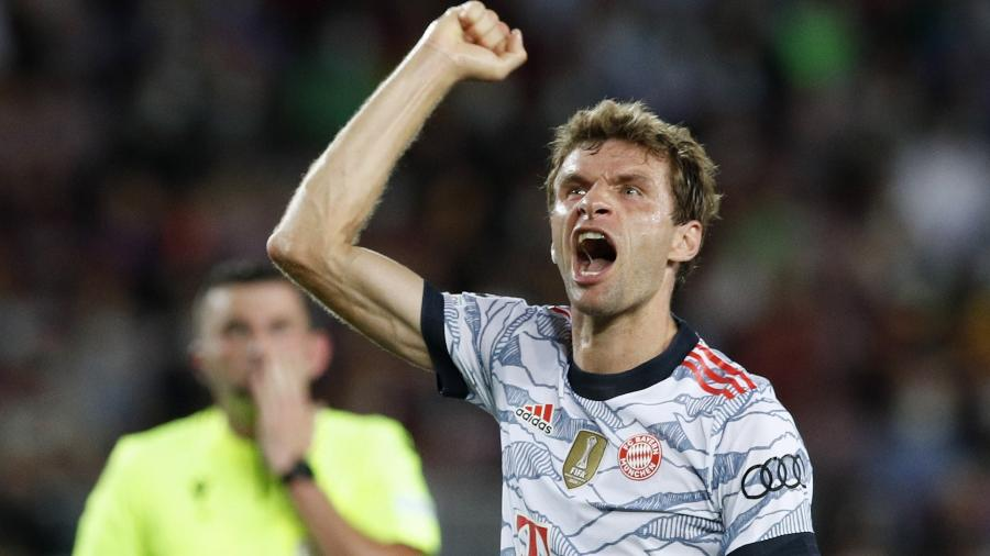 Muller comemora gol do Bayern de Munique contra o Barcelona, pela Liga dos Campeões - REUTERS