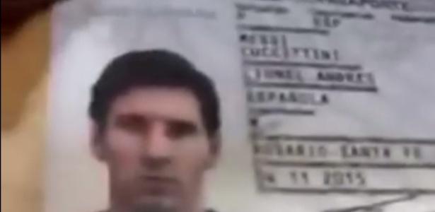 Imagem exibida pelo policial do passaporte de Messi