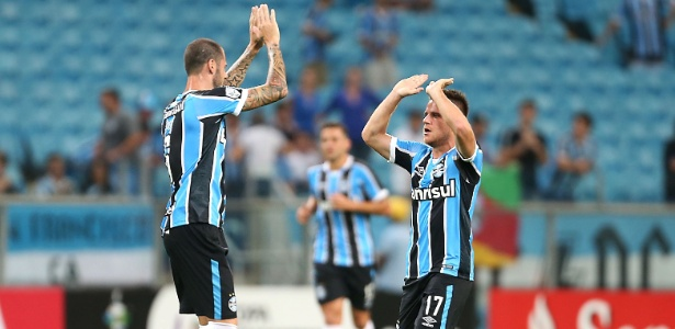 Ramiro comemora o gol marcado pelo Grêmio sobre o Toluca