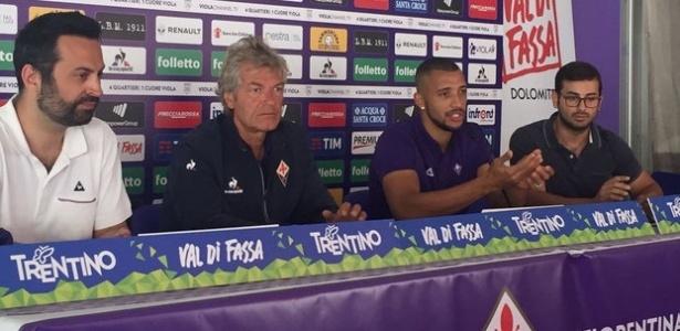 Vitor Hugo foi apresentado na Fiorentina