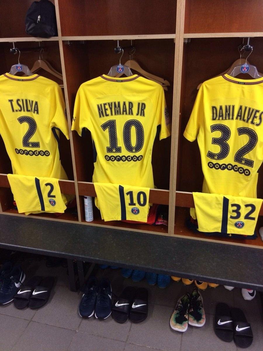 PSG separa uniforme de Neymar no vestiário antes da estreia contra o Guingamp