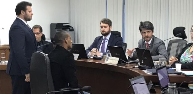 Rodrigo durante julgamento no STJD - Bruno Braz/UOL