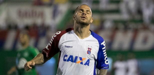 Silvinho lamenta jogada errada: Paraná tem índices de G6, mas apenas um ponto