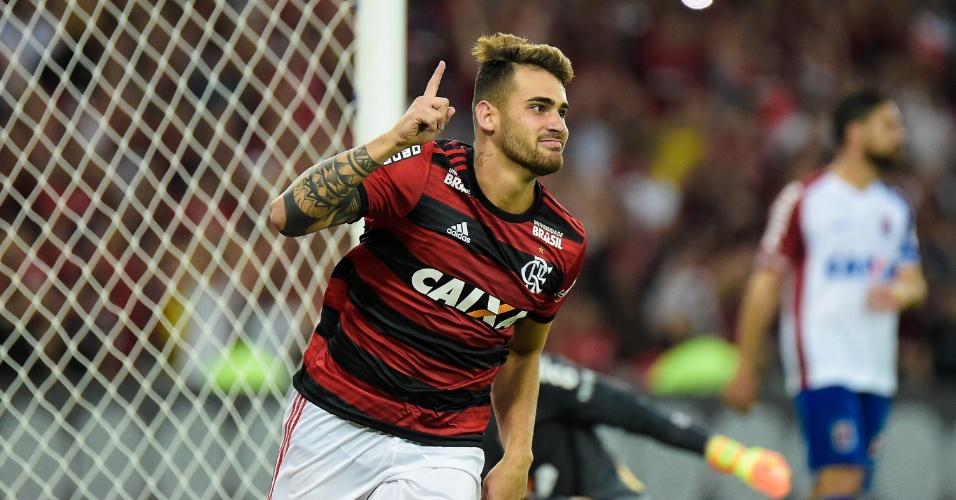Felipe Vizeu comemora gol do Flamengo diante do Paraná Clube no Campeonato Brasileiro 2018