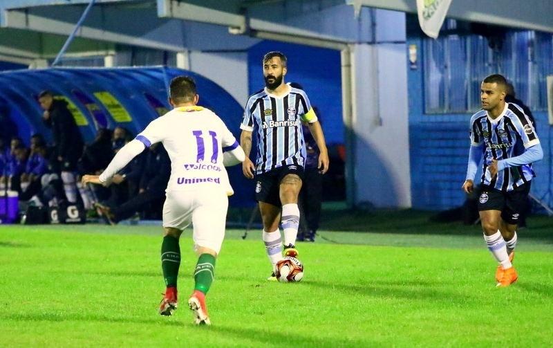 7230c6b038 Douglas revela emoção em volta ao Grêmio