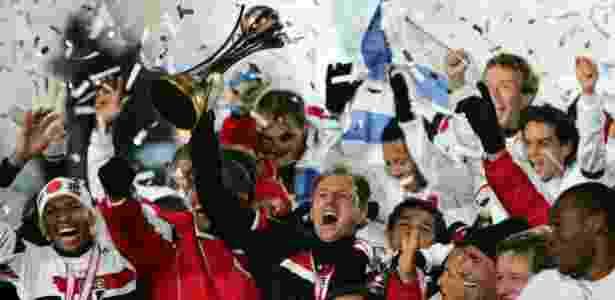 Rogério Ceni com o troféu do Mundial em 2005 - Issei Kato/Reuters - Issei Kato/Reuters