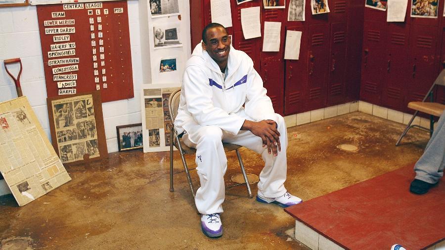 Kobe Bryant visita Lower Merion High School - Jesse D. GarrabrantNBAE/Getty Images