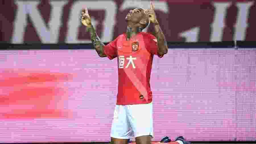 Anderson Talisca fez gol de falta já nos acréscimos do segundo tempo - Divulgação