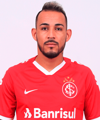Natanael, lateral-esquerdo do Internacional