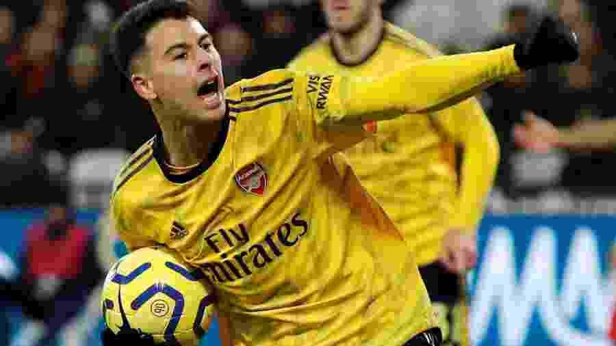 Martinelli comemora gol do Arsenal sobre o West Ham, seu primeiro pelo Campeonato Inglês - REUTERS/David Klein