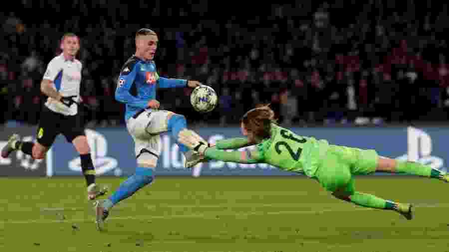 Vandevoordt cometeu erro e também fez pênalti em Callejón (foto) durante goleada sofrida para o Napoli - REUTERS/Ciro De Luca