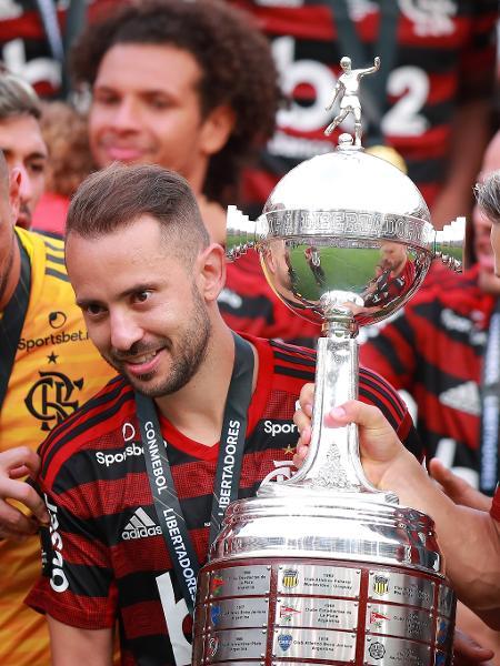Final única da Libertadores no Maracanã é ponto-chave na negociação da Conmebol com o SBT