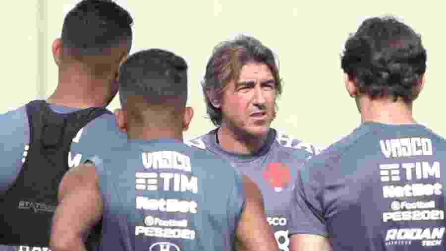 Ricardo Sá Pinto comandou dois treinamentos no Vasco antes de sua estreia contra o Corinthians hoje - Rafael Ribeiro / Vasco