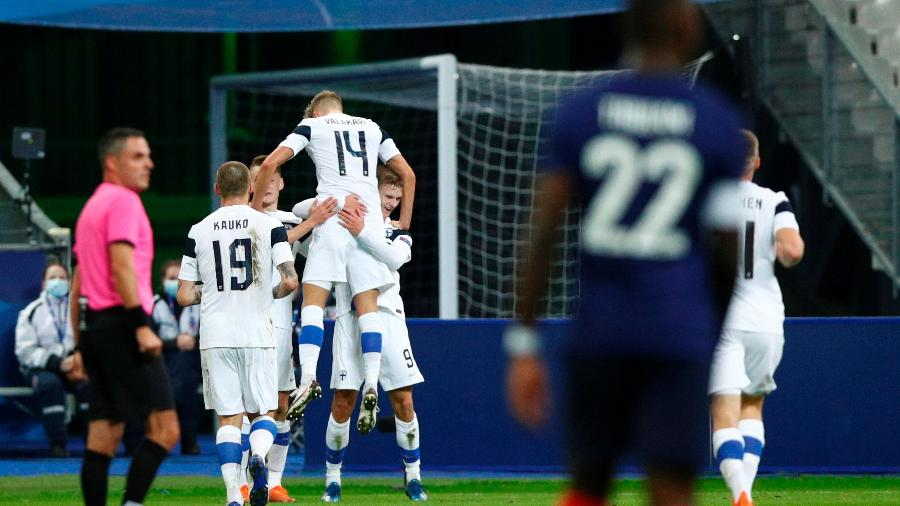 Finlandeses surpreenderam os franceses e venceram por 2 a 0 - YOAN VALAT/EFE