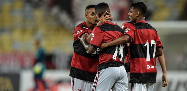 Flamengo deveria dar mais liberdade aos garotos no Carioca