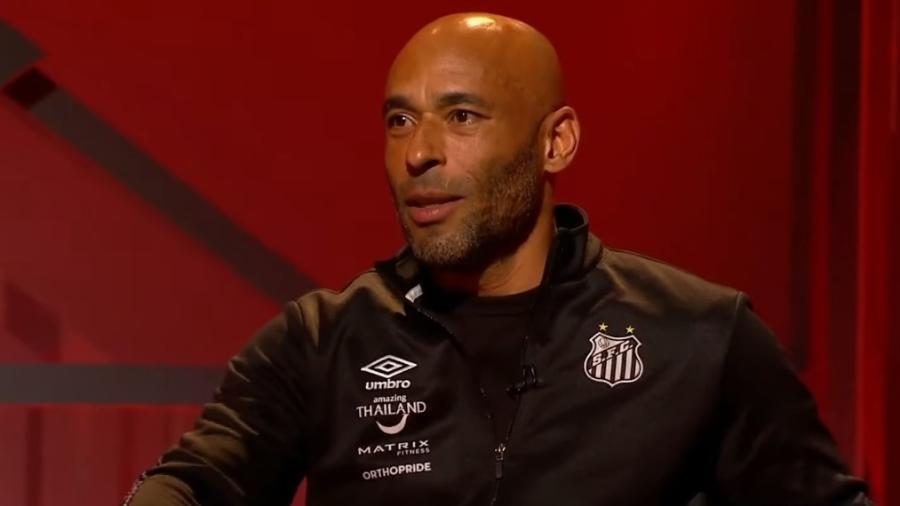 """Hoje trabalhando como funcionário do Santos, filho do """"Rei do Futebol"""" foi convidado do """"Arena SBT"""" na noite de ontem - Reprodução/YouTube"""