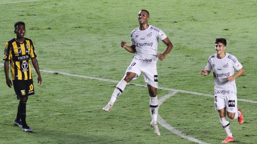 Lucas Braga comemora gol do Santos contra The Strongest pela Libertadores - Fernanda Luz/AGIF